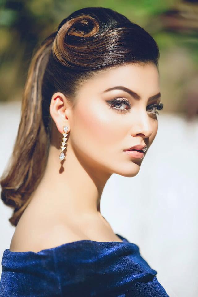 urvashi-rautela-in-royal-blue-velvet-dress